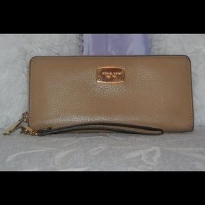 Michael Kors Pebbled Leather Continental Wallet